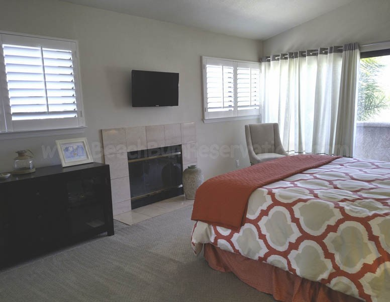 Master Bedroom TV/Fireplace